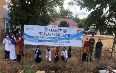 Pelayanan KB Gratis bersama TNI Manunggal Masuk Desa (TMMD) Di Kecamatan Kuala Mandor B
